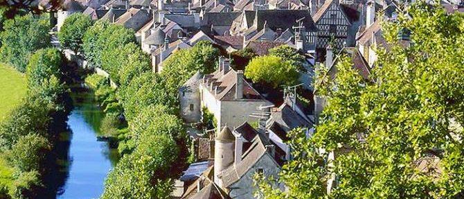 """la cité médiévale de Noyers-sur-Serein, classée parmi """"Les Plus Beaux Villages de France"""""""