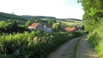 Permalien vers:l'Hirondelle située en pleine campagne…